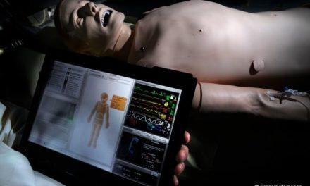 Hôpital Cochin, Paris. Un mannequin (patient) artificiel pour former les médecins.