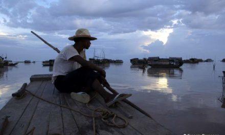 TONLÉ SAP, LE LAC HABITÉ : Les Paysans de l'eau.